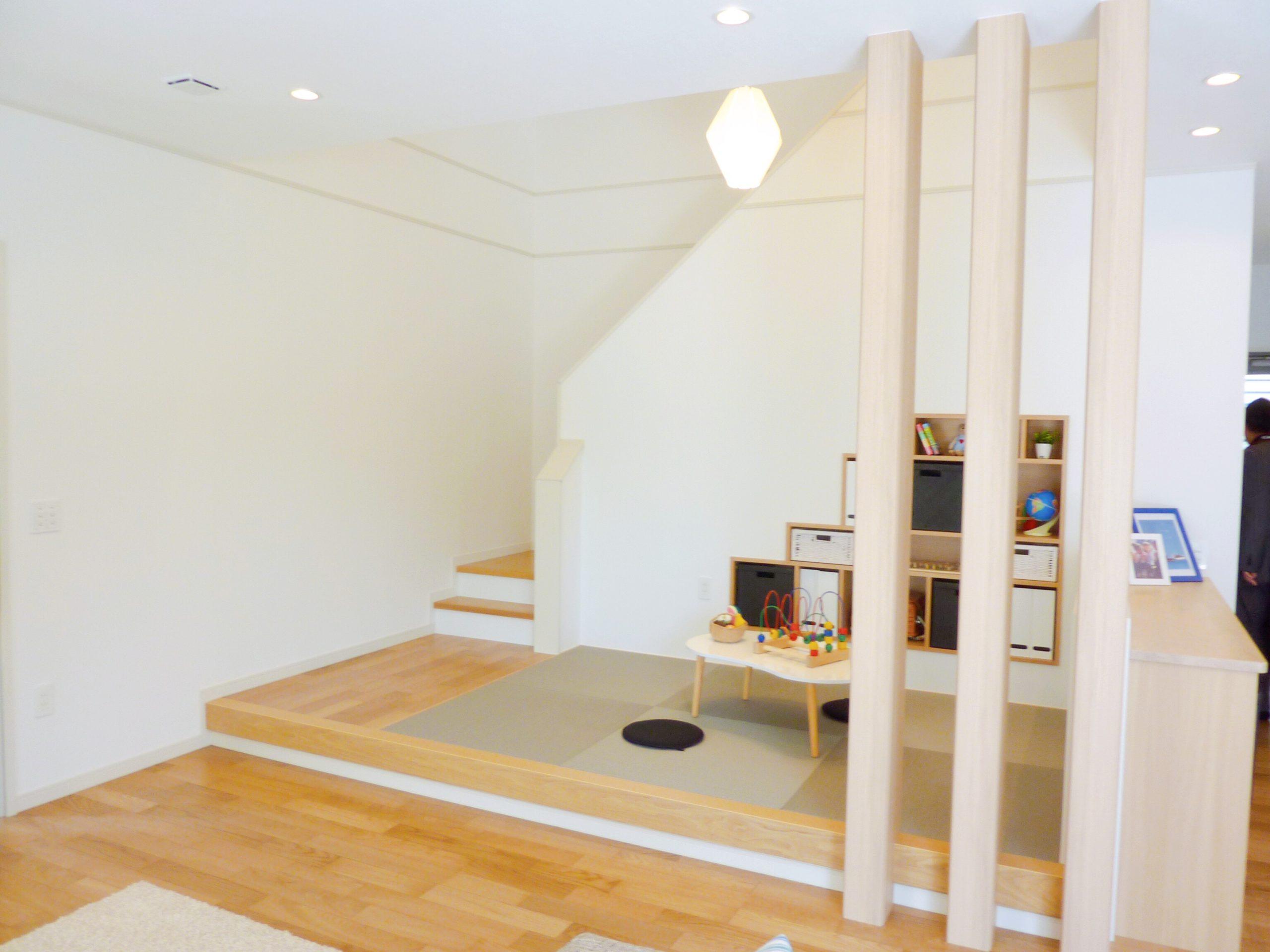 階段下収納を活用した畳スペース