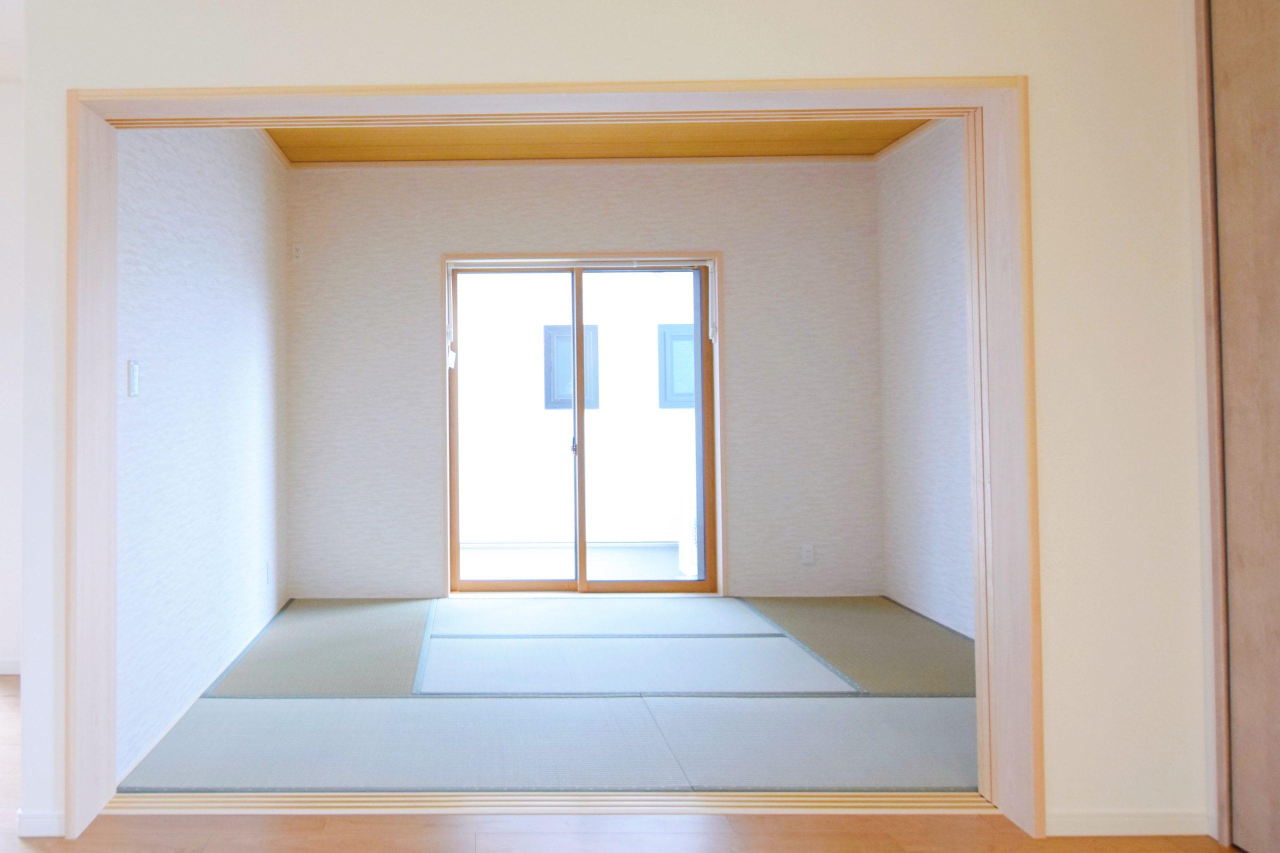 リビングに向かって大きく開いた和室