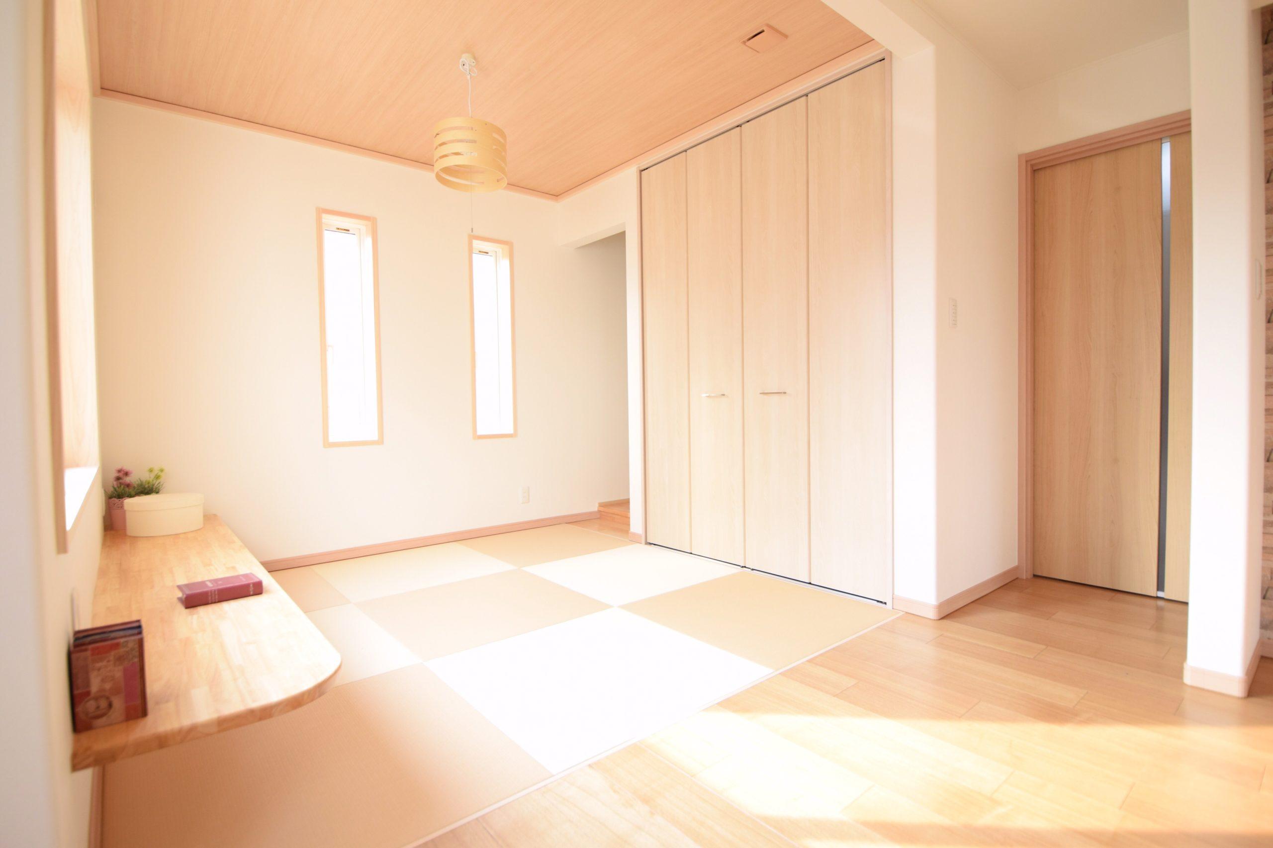 カウンター付きで学習スペースとしても使える畳スペース