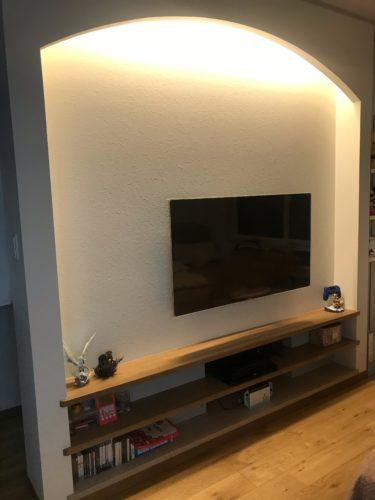 壁掛けテレビ(約50インチ)