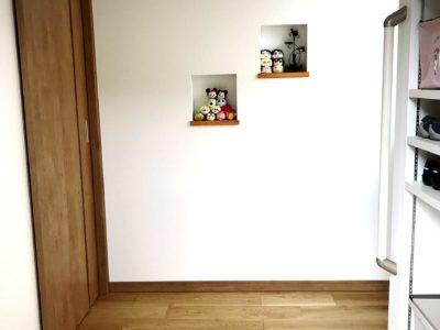 サッとしまえるオープンタイプの玄関収納